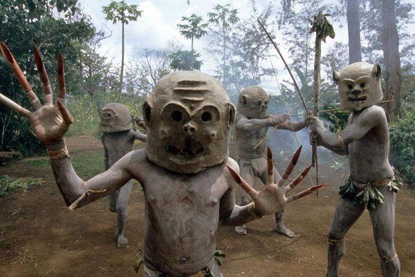 Bộ lạc bí hiểm và những tập tục kinh dị và ớn lạnh ở Papua New Guinea - 12