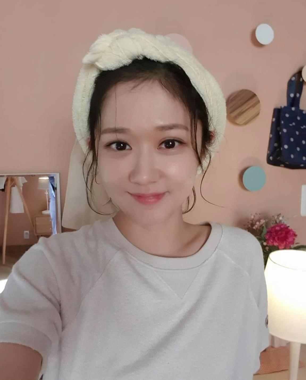 Jang Nara khiến dân tình xuýt xoa vì vẻ đẹp thiếu nữ ngây thơ ở tuổi U40 - 2