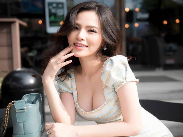 """""""Thánh nữ"""" Phi Huyền Trang mặc trễ tràng, khoe vòng 1 gợi cảm mê hồn - 2"""