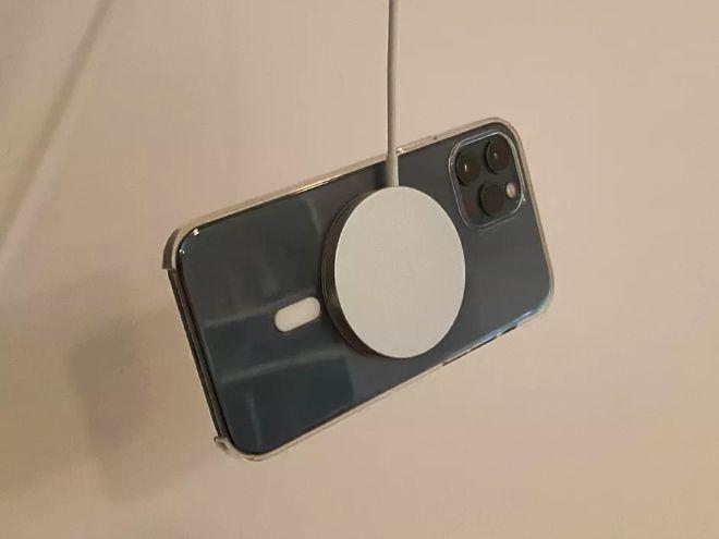 Những lý do nên tránh xa iPhone 12 - 2