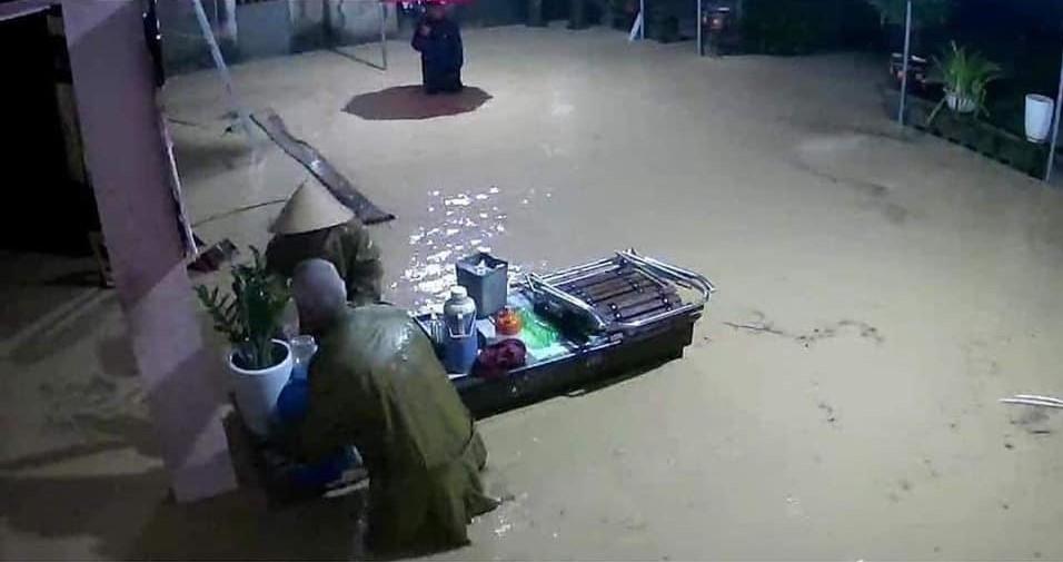 Thủy điện đồng loạt xả nước, dân Nghệ An trắng đêm chạy lũ - 2