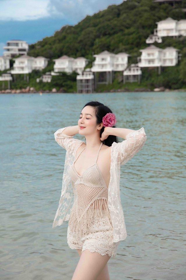"""Hải Băng đụng trang phục ngàn lỗ với """"cô gái khiến Tuấn Hưng lao tâm khổ tứ"""" - 10"""