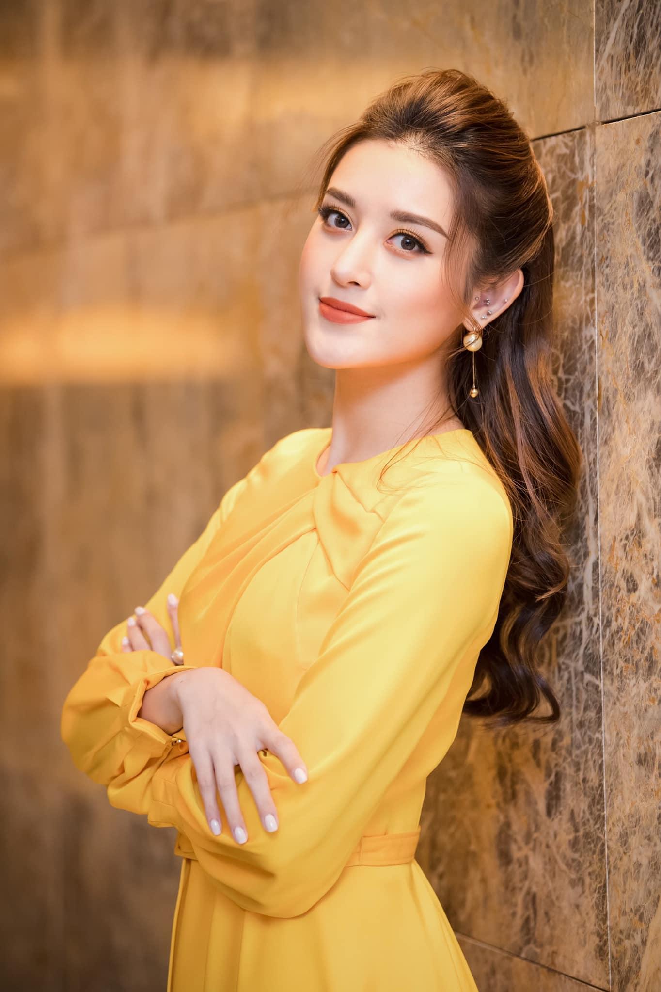 """""""Đệ nhất mỹ nhân Việt Nam"""" bắt kịp trào lưu khoe áo bra nhưng không hề phô phang - 2"""