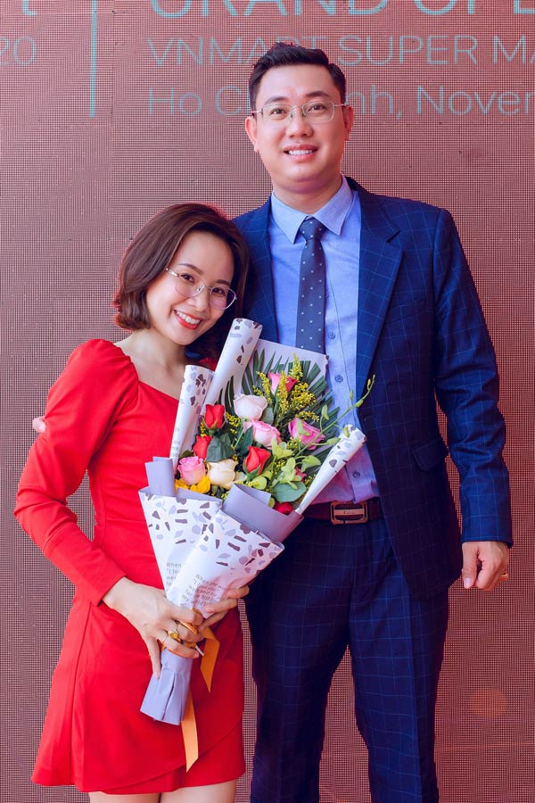 Doanh nhân Nguyễn Thiện Khải liên tục thể hiện tình cảm với vợ khiến nhiều người ngưỡng mộ - 3