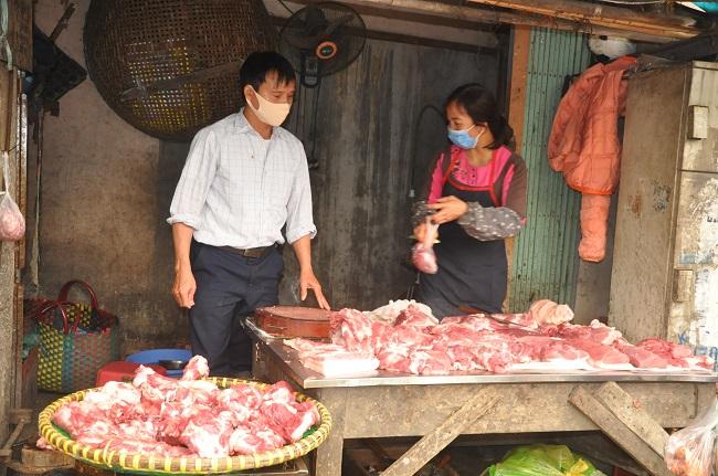 Giá lợn hơi lên lên xuống xuống, thịt ngoài chợ ế ẩm, tiểu thương kêu trời - 4