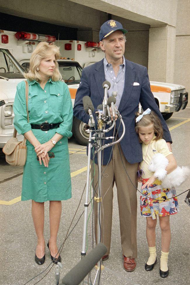 Phu nhân 70 tuổi của ông Joe Biden có gu thời trang thanh lịch - hình ảnh 2