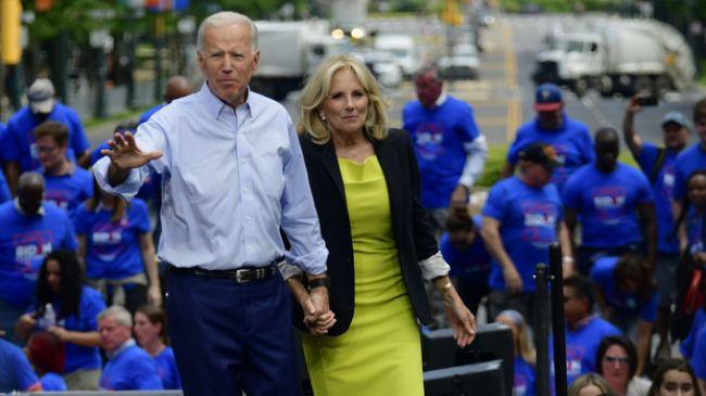 Phu nhân 70 tuổi của ông Joe Biden có gu thời trang thanh lịch - hình ảnh 4