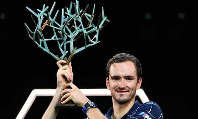 Medvedev vô địch Paris Masters: Vượt đàn anh Federer, sẵn sàng đoạt ATP Finals - 1