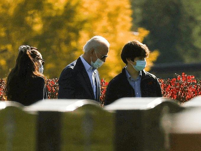 Cháu trai Joe Biden tuổi 14 điển trai, cao 1m8 nhưng dân mạng vẫn mê quý tử của ông Trump - hình ảnh 3