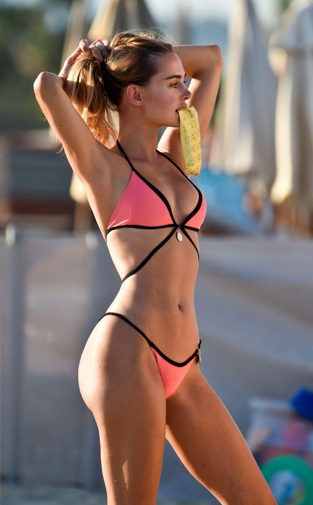Cô gái gây sốt vì màn tung váy khoe vòng 3 tuyệt mỹ trên phố đã làm gì để giữ body đẹp? - hình ảnh 2