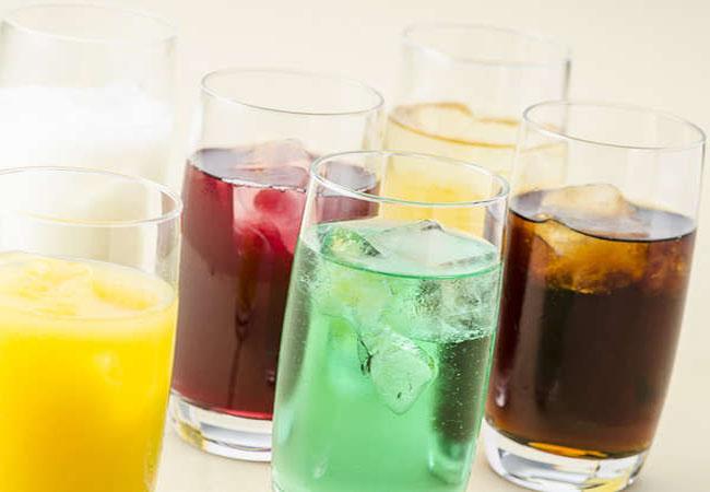 Uống 3 chai nước ngọt mỗi ngày, chàng trai 24 tuổi bị suy thận, phải lọc máu suốt cả thập kỷ - hình ảnh 1