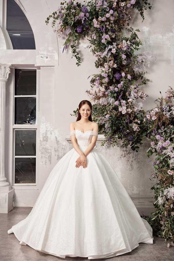 Á hậu Thụy Vân và bạn gái nghệ sĩ Công Lý lộng lẫy trong váy cưới - hình ảnh 3