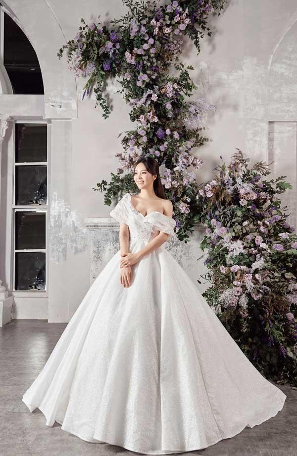 Á hậu Thụy Vân và bạn gái nghệ sĩ Công Lý lộng lẫy trong váy cưới - hình ảnh 6