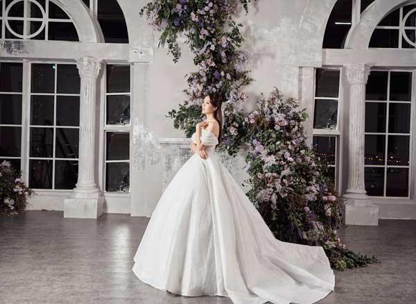 Á hậu Thụy Vân và bạn gái nghệ sĩ Công Lý lộng lẫy trong váy cưới - hình ảnh 7