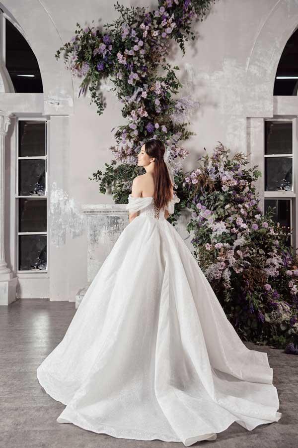 Á hậu Thụy Vân và bạn gái nghệ sĩ Công Lý lộng lẫy trong váy cưới - hình ảnh 8