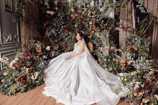 Á hậu Thụy Vân và bạn gái nghệ sĩ Công Lý lộng lẫy trong váy cưới - hình ảnh 9