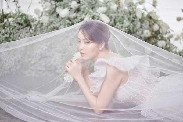 Á hậu Thụy Vân và bạn gái nghệ sĩ Công Lý lộng lẫy trong váy cưới - hình ảnh 11