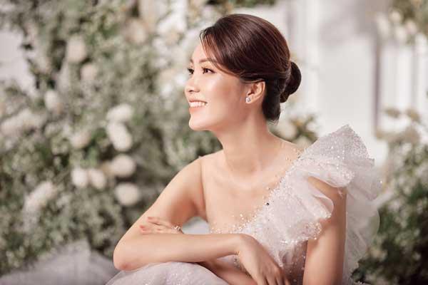 Á hậu Thụy Vân và bạn gái nghệ sĩ Công Lý lộng lẫy trong váy cưới - hình ảnh 12