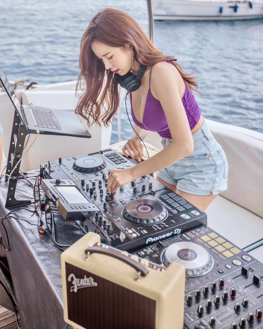 """""""DJ hot nhất Malaysia"""" mặc bạo cả khi chơi nhạc lẫn đời thường không sợ bị chê phô - 8"""