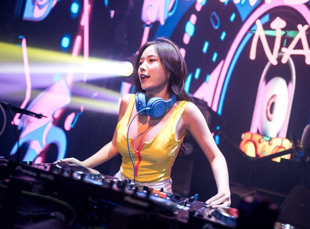 """""""DJ hot nhất Malaysia"""" mặc bạo cả khi chơi nhạc lẫn đời thường không sợ bị chê phô - 7"""