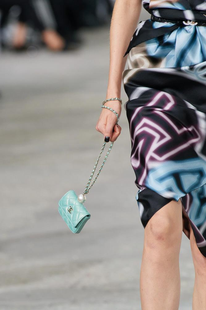 Những chiếc túi tí hon hứa hẹn vạn người mê của Chanel - hình ảnh 14