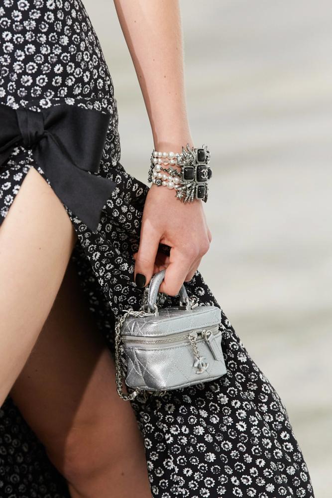 Những chiếc túi tí hon hứa hẹn vạn người mê của Chanel - hình ảnh 4