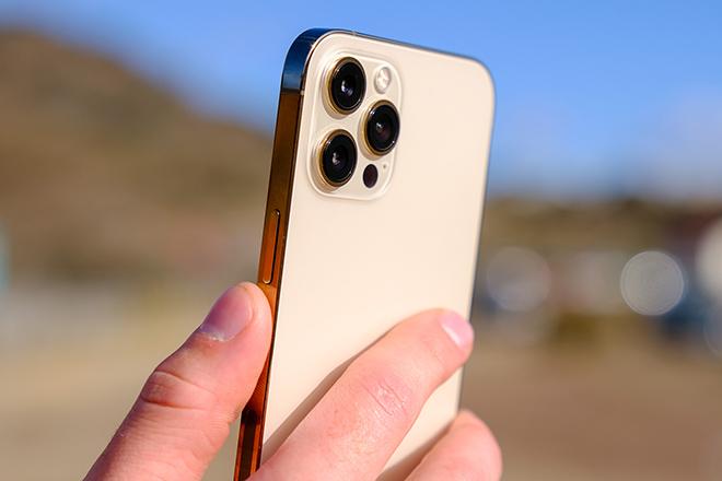 Không cần khoe khoang, các kỹ sư Apple nói gì về hệ thống camera iPhone 12? - 1