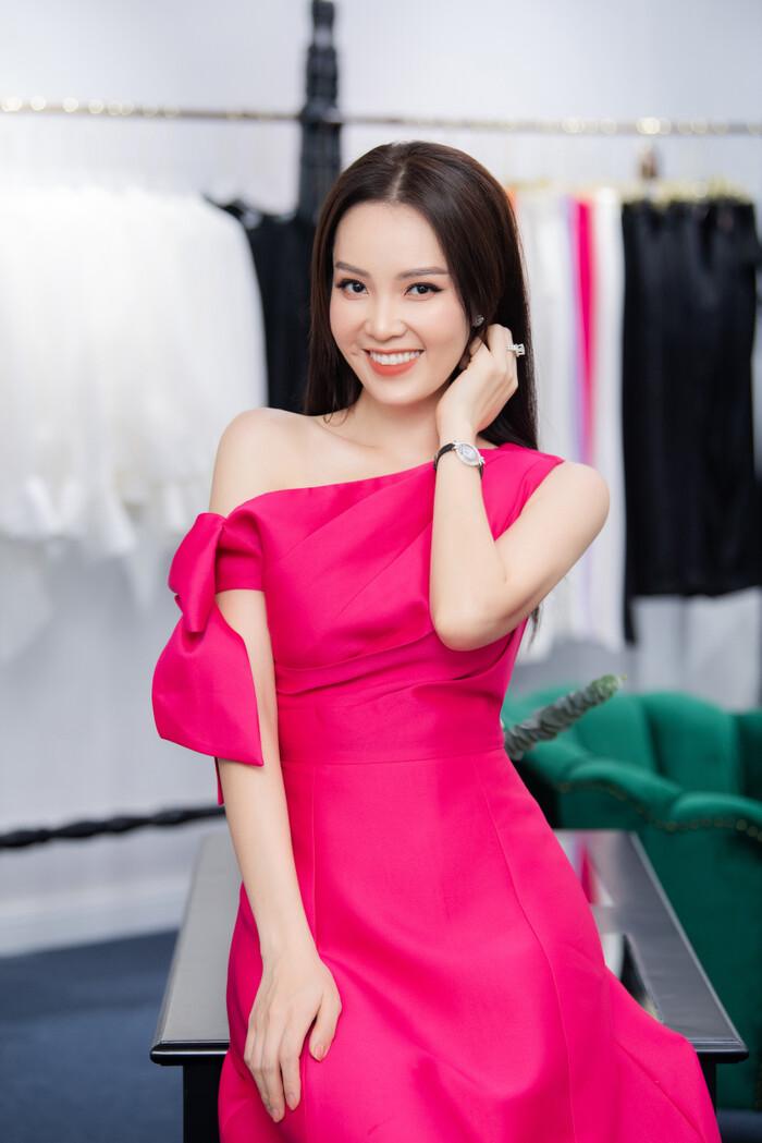 """Hoa hậu """"ngoan nhất showbiz Việt"""" đọ sắc cùng dàn mỹ nhân nổi tiếng - 3"""