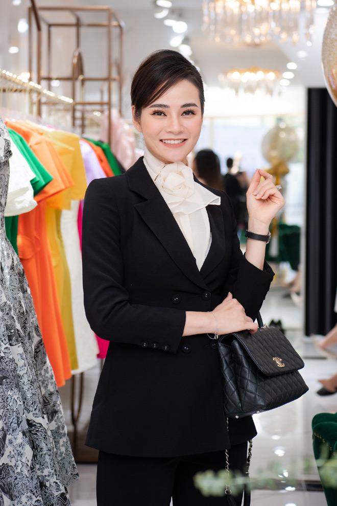 """Hoa hậu """"ngoan nhất showbiz Việt"""" đọ sắc cùng dàn mỹ nhân nổi tiếng - 12"""