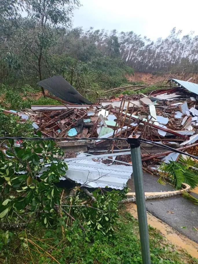 Quảng Nam lại sạt lở núi khiến 1 người chết, hồ Phú Ninh và nhiều thủy điện xả lũ - hình ảnh 2