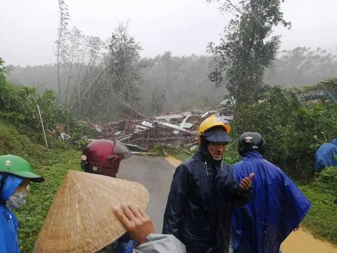 Quảng Nam lại sạt lở núi khiến 1 người chết, hồ Phú Ninh và nhiều thủy điện xả lũ - hình ảnh 3