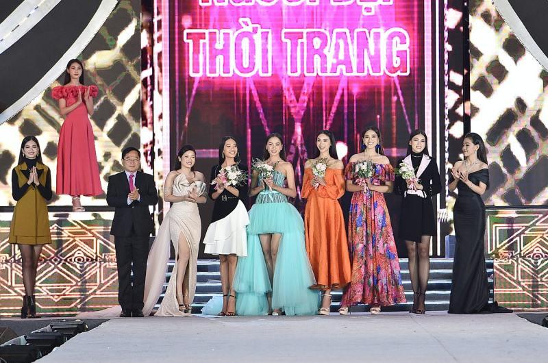 Tiểu Vy, Kỳ Duyên làm vedette trong đêm diễn thời trang của Hoa hậu Việt Nam - hình ảnh 4
