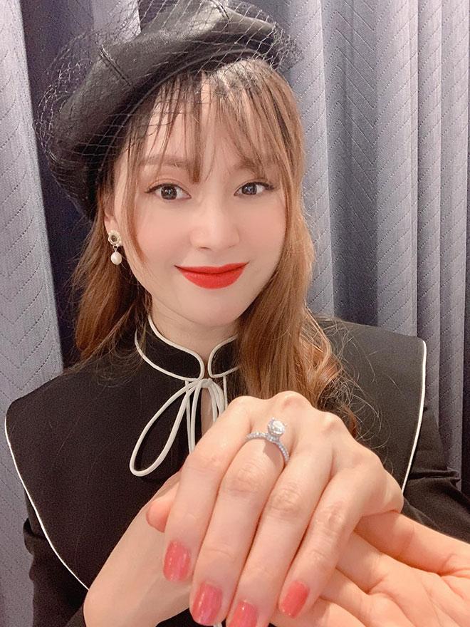 """Đổ bệnh vì quay phim """"Trói Buộc Yêu Thương"""", Lan Phương được chồng Tây tặng nhẫn kim cương - 1"""