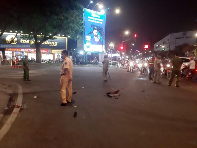 Ô tô tông hàng loạt xe máy và cảnh tượng hãi hùng trên phố Sài Gòn - 2