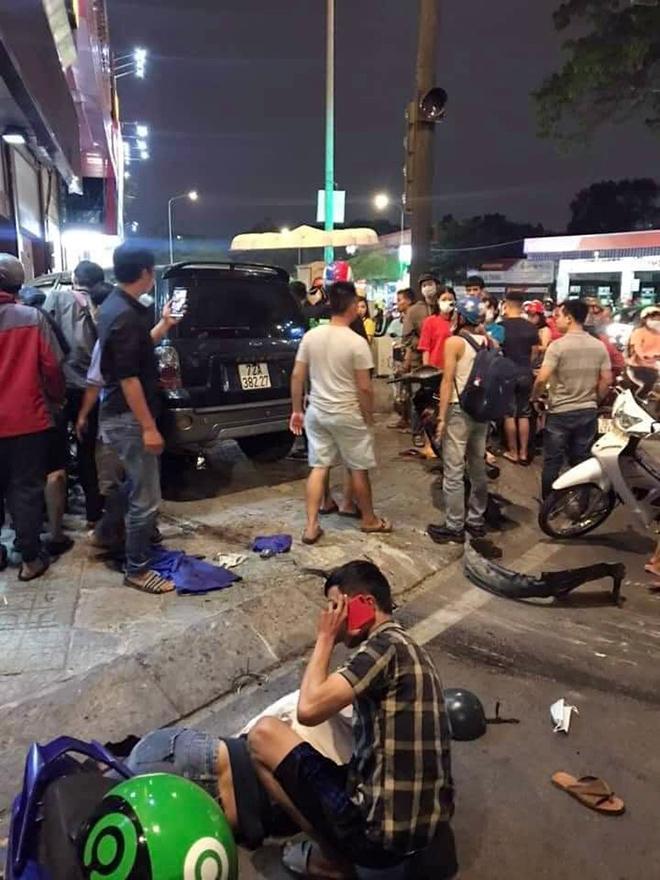 Ô tô tông hàng loạt xe máy và cảnh tượng hãi hùng trên phố Sài Gòn - 3