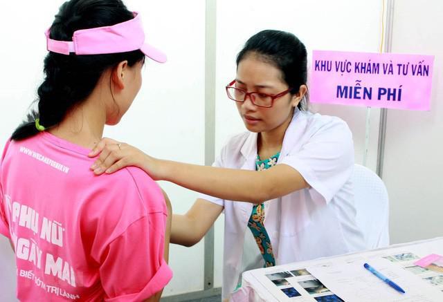 Cách sờ, nắn ngực để phát hiện bất thường ở vú, dự phòng nguy cơ mắc ung thư vú - 1