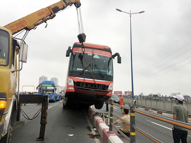 Kẹt xe khủng khiếp qua hiện trường TNGT trên cầu Sài Gòn - hình ảnh 1