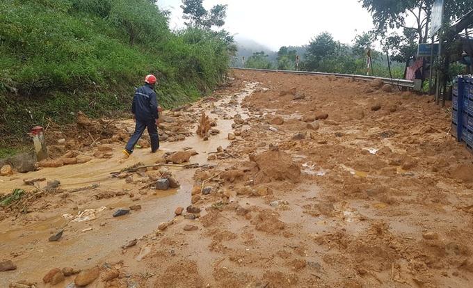Một ngôi làng ở Quảng Ngãi bị vùi lấp sau tiếng nổ lớn - hình ảnh 4