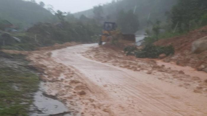 Một ngôi làng ở Quảng Ngãi bị vùi lấp sau tiếng nổ lớn - hình ảnh 5