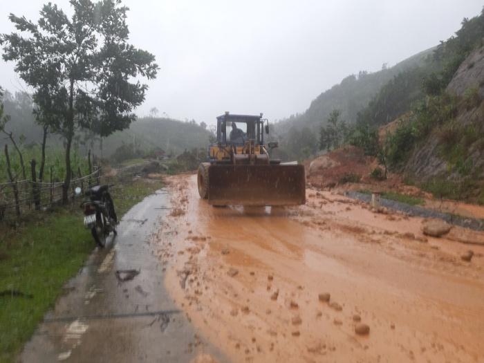 Một ngôi làng ở Quảng Ngãi bị vùi lấp sau tiếng nổ lớn - hình ảnh 6