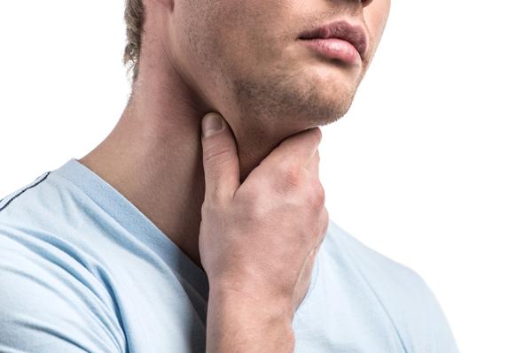 Nghẹn khi ăn, đau ngực, khàn tiếng, dấu hiệu cảnh báo ung thư thực quản - hình ảnh 1