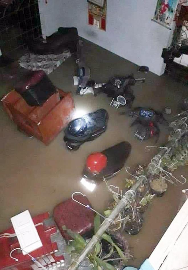 Nước ngập lút nóc nhà, dân tháo chạy lên rừng lúc nửa đêm - hình ảnh 11