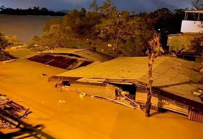 Nước ngập lút nóc nhà, dân tháo chạy lên rừng lúc nửa đêm - hình ảnh 12