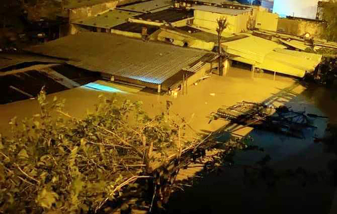 Nước ngập lút nóc nhà, dân tháo chạy lên rừng lúc nửa đêm - hình ảnh 13