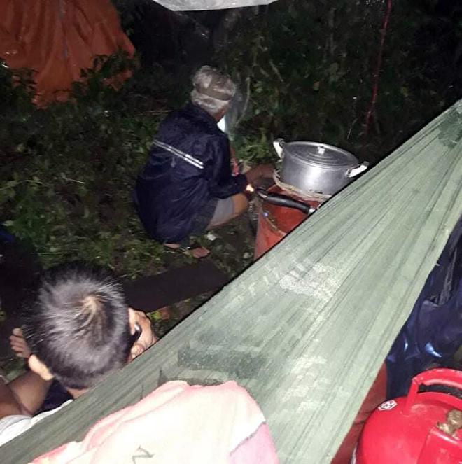 Nước ngập lút nóc nhà, dân tháo chạy lên rừng lúc nửa đêm - hình ảnh 6