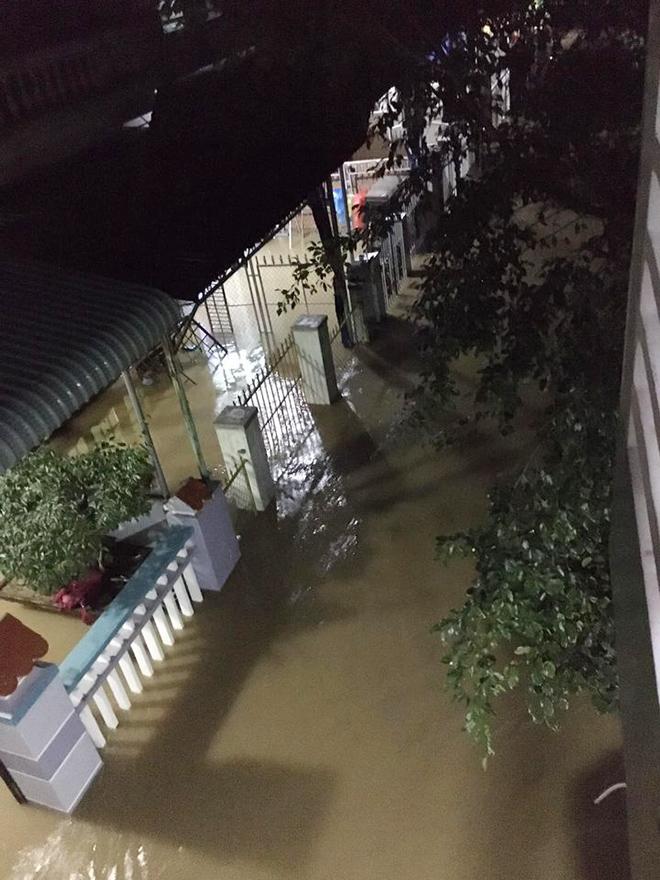 Nước ngập lút nóc nhà, dân tháo chạy lên rừng lúc nửa đêm - hình ảnh 8