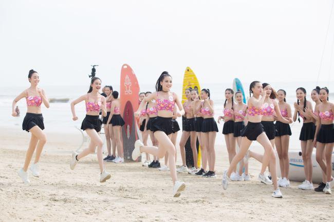 Thí sinh hoa hậu Việt Nam mặc váy siêu ngắn chống đẩy - hình ảnh 3