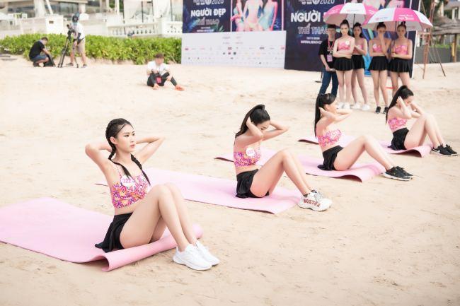 Thí sinh hoa hậu Việt Nam mặc váy siêu ngắn chống đẩy - hình ảnh 1