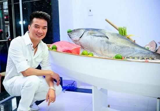 """Sự nghiệp kinh doanh đáng nể của sao Việt: Chuỗi công ty, cửa hàng hải sản siêu """"khủng"""" của Đàm Vĩnh Hưng - 1"""