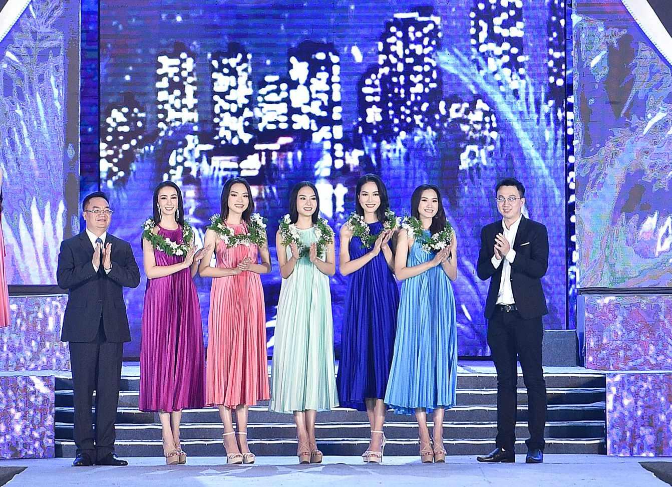 Cận cảnh top 35 Hoa hậu Việt Nam khoe body thật căng tràn với bikini - hình ảnh 2